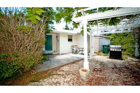 $1,100 per month – Anna Maria home, 1 bedroom, 1 bath duplex